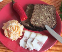 Бутербродное сало через мясорубку с перцем чили и чесноком