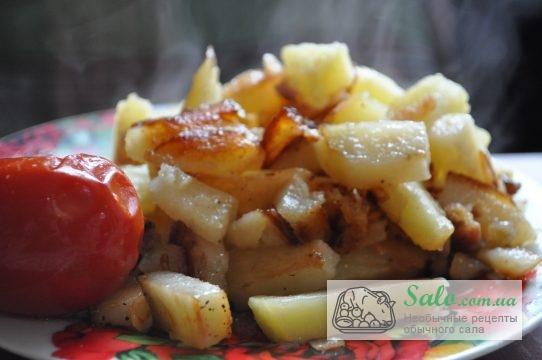 готовая картошка запечённая на шкварках