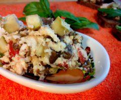 Перекрученное сало с кусочками овощей