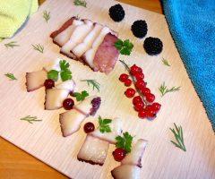 Сочетание сала с ягодными и фруктовыми маринадами