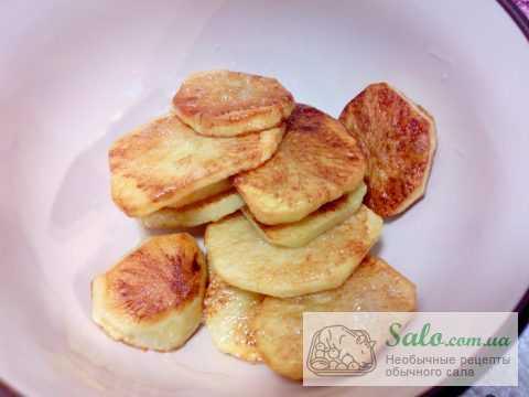 Запеченная щековина с пряным картофелем и соусом ткемали
