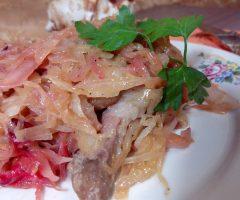 Ароматный бигус со свежей и квашеной капустой