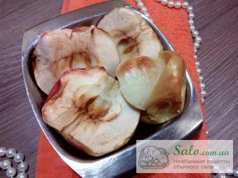 Чичаррон из свиных шкурок с яблочным соусом