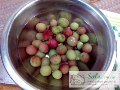 Щековина с виноградом